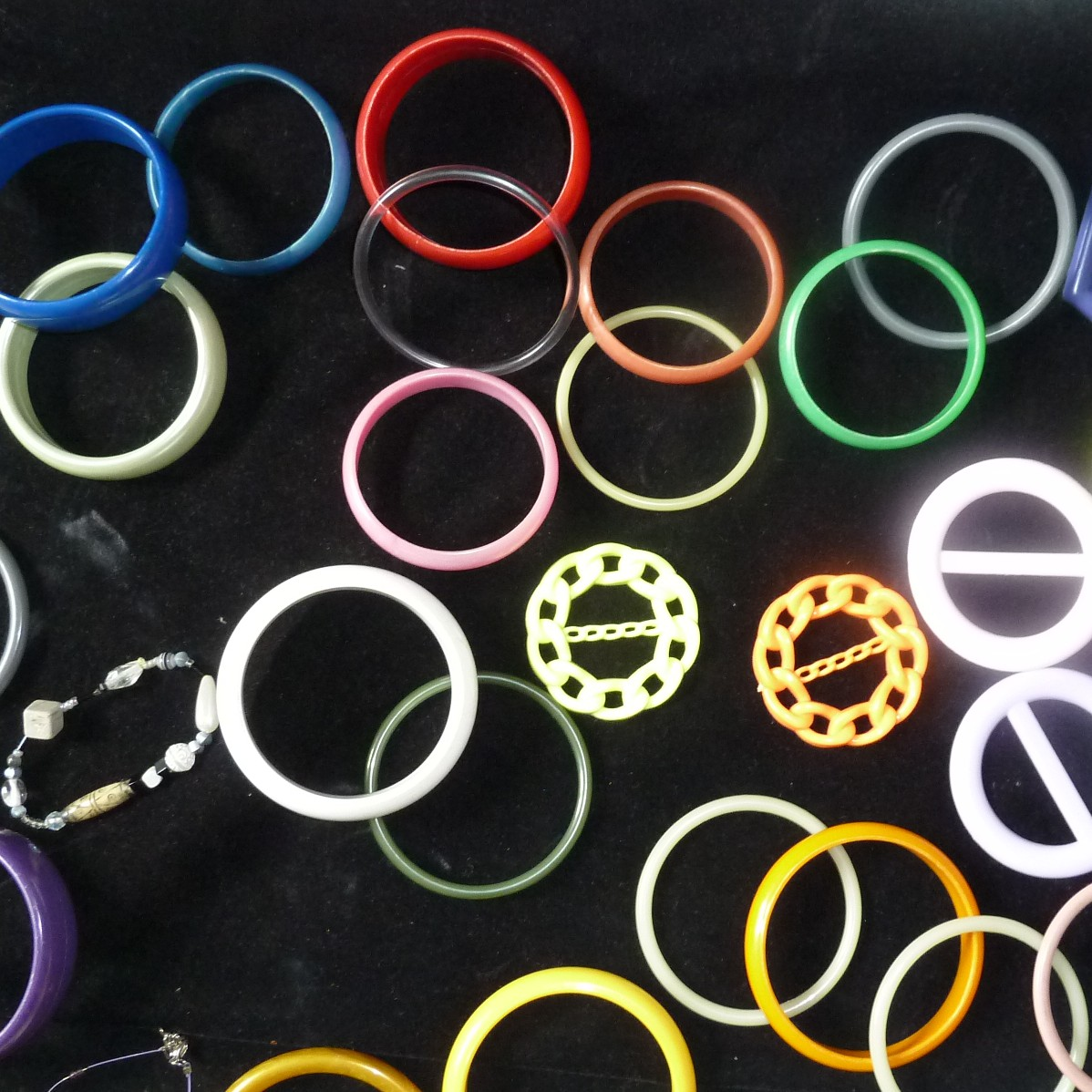 Armbanden en T-shirtklemmen van plastic